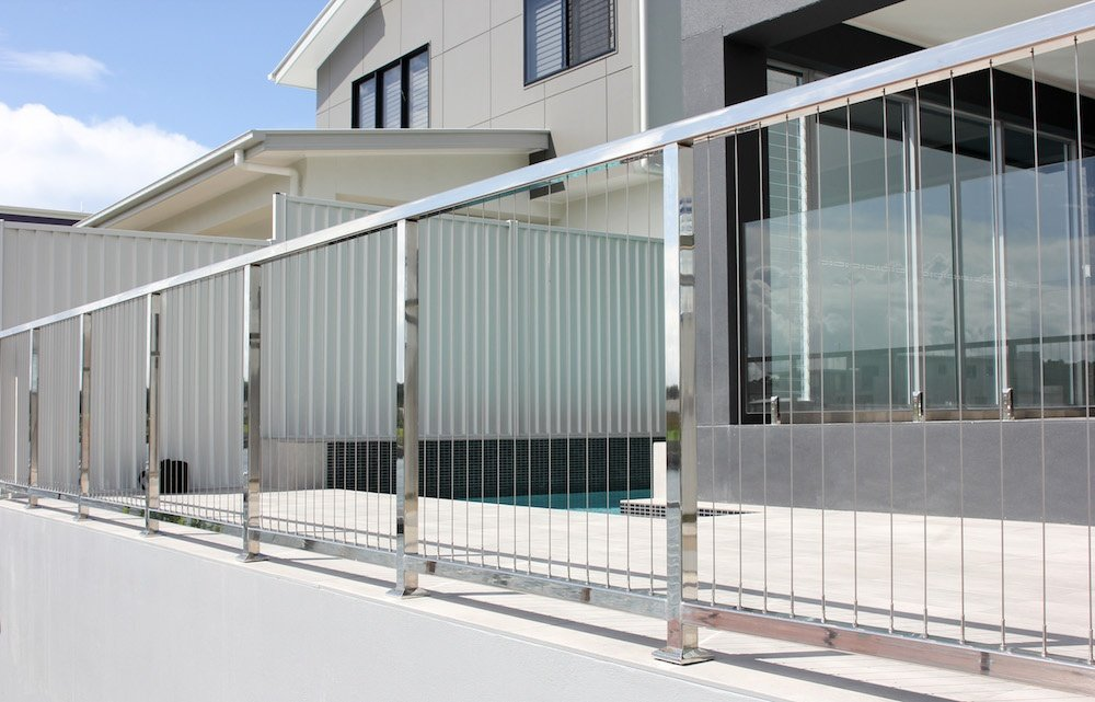 Vertical wire balustrade pool fence