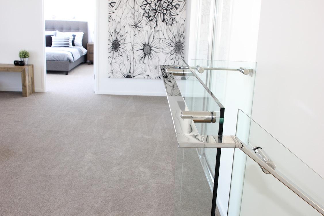frameless_glass_staircase.jpg